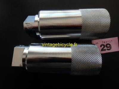 GT Chrome Axle Pegs for Mid School Freestyle BMX Bike NOS
